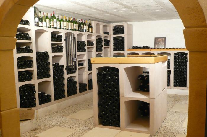 Vinicase wijnrek van steen wijnnissen levering in nederland en duitsland for Wijnkelder ontwerp