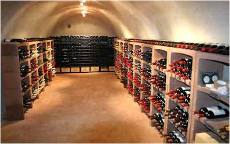 Bogen, stapelbaar stenen wijnrek voor de wijnkelder.